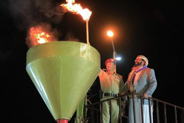 خلال عرض كشفي.. العرادة وبن عزيز يوقدان شعلة الـ 26 من سبتمبر بمأرب (صور)