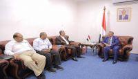 الحكومة تؤكد ضرورة إيجاد شراكة بين القطاعين العام الخاص