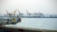 آلاف الحاويات عالقة في موانئ جدة ودبي منذ أشهر.. من يقف وراء تعطيل ميناء عدن؟
