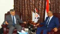 """""""الميسري"""" يستعرض مع السفير السويدي معاناة الشعب اليمني جراء الانقلاب الحوثي"""