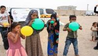 """""""شبيبة عدن"""" يشارك الأطفال النازحين فرحة العيد بتقديم الدعم النفسي"""