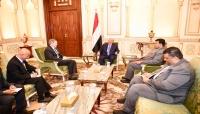 هادي يشيد بمستوى التعاون بين اليمن وأمريكا في مواجهة الإرهاب وتدخلات إيران