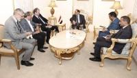 في لقائين منفصلين.. نائب الرئيس يلتقي السفير الفرنسي والأمريكي لدى اليمن