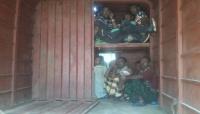 أمن لحج يضبط 26 لاجئاً أفريقياً كانوا في طريقهم للتسلل إلى السعودية
