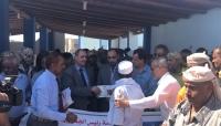 وزير الثروة السمكية ووكيل أول محافظة تعز يدشنان توزيع قوارب للصيادين بمديرية ذوباب