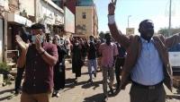 متظاهرون يتوجهون لمقر البرلمان بالخرطوم للمطالبة بتنحي البشير