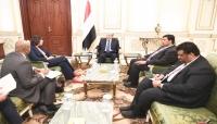 """""""هادي"""" يلتقي سفيري المانيا وهولندا ويقول: """"اتفاق السويد حجر الزاوية في بناء الثقة"""""""
