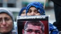 دفن جثمان الرئيس المصري السابق محمد مرسي في القاهرة بحضور أسرته