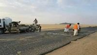 """تخاذل الحكومة يدفع المواطنين للقيام بمبادرة لإصلاح طريق """"العَبْر"""" (صور)"""