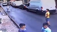 شاب جزائري ينقذ رضيعة سورية من موت محقق (فيديو)