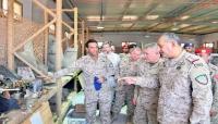 قائد القوات المشتركة باليمن يبحث مع قائد القيادة الأمريكية الوسطى التهديدات الحوثية