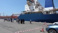 """الحوثيون يعلنون وصول ثلاث سفن مشتقات نفطية ويقولون """"إن الأزمة مستمرة"""""""