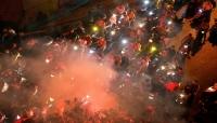 """حرائق وقطع طرقات.. لبنان: إحتجاجات تُجبر الحكومة على التراجع عن ضرائب شملت حتى """"الواتس"""""""