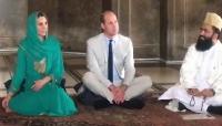 الأمير وليام وكيت يستمعان للقرآن في مسجد بباكستان