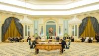 صحيفة: خلاف عميق بين الشرعية والانتقالي يؤخر تشكيل الحكومة الجديدة