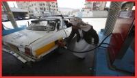 """قيادي بنقابة شركة النفط يكشف لـ""""يمن شباب"""": معظم المشتقات النفطية التي تُسَوَق في اليمن """"إيرانية"""""""