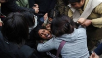 إحراق امرأة بينما كانت متوجهة إلى جلسة محاكمة المتهمين باغتصابها