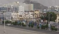 على غرار الحوثيين.. مسلحون يفرضون اتاوات مالية على  محلات تجارية في عدن