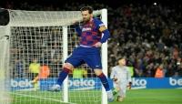 ميسي يؤكد خفض 70% من أجور لاعبي برشلونة وينتقد الإدارة