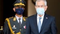 الشرطة تضبط رئيس جمهورية خالف قوانين حظر التجوال في بلاده