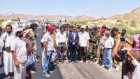 دشن العمل في طرق العرم.. محافظ شبوة يوقع عقد عمل لإيصال الكهرباء إلى 9 قرى في نصاب