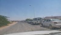 حضرموت تشهد أزمة خانقة في المشتقات النفطيةووعود حكومية بحلّها قريبًا