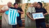عندما زار مارادونا الحكم العربي الذي احتسب هدفه باليد