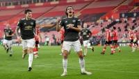 """كافاني يقود مانشستر يونايتد لتحقيق """"ريمونتادا"""" مثيرة"""