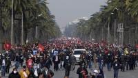 احتجاجات في تونس وسط خلاف سياسي محتدم بين الرئاسة والحكومة