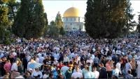 100 ألف مصلٍّ يؤدون صلاة العيد في المسجد الأقصى